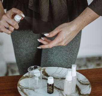 Domowy żel antybakteryjny – jak zrobić płyn do dezynfekcji rąk?